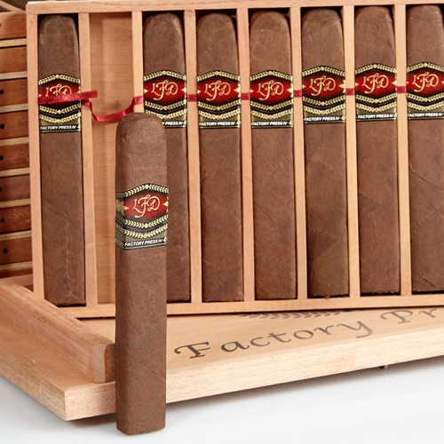 La Flor Dominicana Factory Press IV Prensado